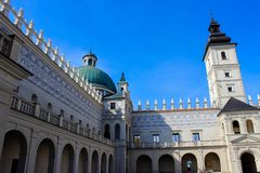 Krasiczyn, Польша - 11-ое октября 2013: Замок Krasiczyn - красивый ренессансный дворец в Польше стоковая фотография rf