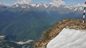 Krasnaya Polyana från höjden de Kaukasus bergen, Rosa Peak Royaltyfri Foto