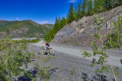 krasnodar山区域路俄国 摩托车Enduro kolyma 免版税库存图片