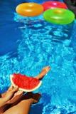 krasnodar διακοπές θερινών εδαφών katya καλοκαίρι διασκέδασης Καρπούζι από την πισίνα Φρούτα Στοκ εικόνα με δικαίωμα ελεύθερης χρήσης