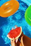 krasnodar διακοπές θερινών εδαφών katya καλοκαίρι διασκέδασης Καρπούζι από την πισίνα Φρούτα Στοκ φωτογραφίες με δικαίωμα ελεύθερης χρήσης