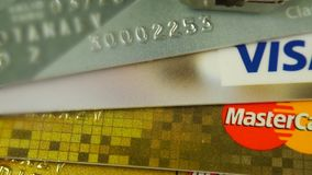 Krasnodar, Ρωσία - 30 Οκτωβρίου 2017: Προστασία της πιστωτικών θεώρησης και Mastercards ενάντια στις επιθέσεις χάκερ απόθεμα βίντεο