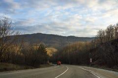 krasnodar bergregionväg russia Arkivfoto