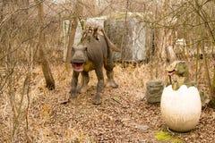 Krasnodar, Fédération de Russie le 5 janvier 2018 : Modèle du dinosaure en Safari Park de la ville de Krasnodar photographie stock