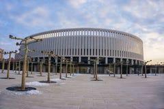 Krasnodar Rosja, Luty, - 21, 2017: Parkowi jaworowi drzewa przed stadium FC Krasnodar na Luty 21, 2017 Obraz Royalty Free