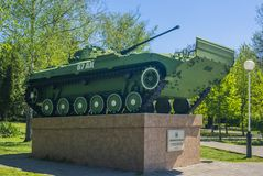 Krasnodar, Rosja, 9 mo?e 2019 Zabytek Rosyjski zbiornik w lato parku pomnik historyczne zdjęcie royalty free