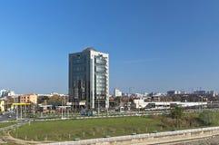 KRASNODAR, RUSIA - 3 DE NOVIEMBRE 2013: Edificio de oficinas del LLC Fotos de archivo libres de regalías