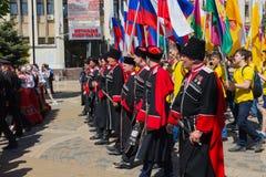 Krasnodar, Russia - 1° maggio 2017: I cosacchi partecipano al maggio d fotografie stock