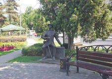 KRASNODAR, RUSSIA 19 AGOSTO 2016: Il ` del Visitant del ` della scultura sulla via di Krasnaya in Krasnodar del centro Fotografia Stock Libera da Diritti