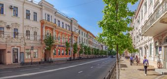KRASNODAR, RUSSIA - 3 MAGGIO 2017: Il marciapiede sulla via di Krasnaya immagini stock