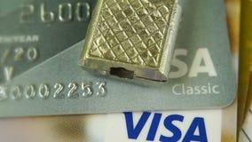 Krasnodar, Russia - 30 ottobre 2017: Protezione del visto e delle Mastercard di credito contro gli attacchi del pirata informatic stock footage