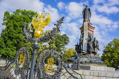 Krasnodar, Russland - 30. September: Monument zu Katharina die Große II mit russischem Wappen am 24. September 2016 Stockbild