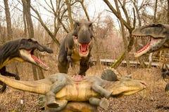 Krasnodar rysk federation Januari 5, 2018: Modell av dinosaurien i Safari Park av staden av Krasnodar fotografering för bildbyråer