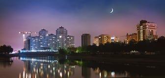 Krasnodar stad i natt Arkivbild