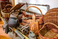 Krasnoe Ryssland - Maj 2016: Ethnographic museum i byn av Krasnoe nära Borovskoye royaltyfria bilder