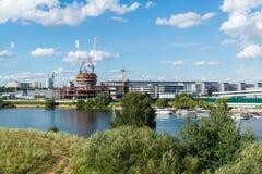 Krasnogorsk,俄罗斯- 7月09 2016年 商业中心维加斯番红花城市的建筑 免版税图库摄影