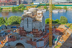 Krasnogorsk,俄罗斯- 7月09 2016年 圣尼古拉斯教会的建筑在洪泛区Pavshinskaya 免版税图库摄影