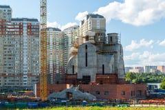 Krasnogorsk,俄罗斯- 7月09 2016年 圣尼古拉斯教会的建筑在洪泛区Pavshinskaya 库存照片