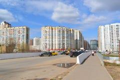 KRASNOGORSK, RUSSLAND - APRIL 22,2015: Die Neubaubezirke in den Vororten Bereich der Wohnentwicklung auf millio ungefähr 2 Stockbilder