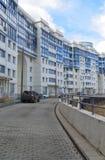 KRASNOGORSK, RUSSLAND - APRIL 22,2015: Die Neubaubezirke in den Vororten Bereich der Wohnentwicklung auf millio ungefähr 2 Lizenzfreie Stockbilder