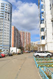 KRASNOGORSK, RUSSLAND - APRIL 22,2015: Die Neubaubezirke in den Vororten Bereich der Wohnentwicklung auf millio ungefähr 2 Stockfotos