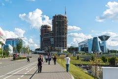 Krasnogorsk, Russland - 9. Juli 2016 allgemeine Ansicht der Stadt mit Baubüro und Geschäftszentrum zwei Kapitänen und Lizenzfreies Stockbild