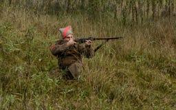 KRASNOGVARDEYSKIY, SVERDLOVSK OBLAST, RÚSSIA - 11 DE SETEMBRO DE 2016: Reenactment histórico da guerra civil do russo nos Ural em Fotografia de Stock Royalty Free