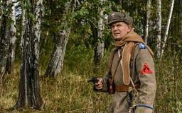 KRASNOGVARDEYSKIY, SVERDLOVSK OBLAST, RUSIA - 11 DE SEPTIEMBRE DE 2016: Reconstrucción histórica de la guerra civil rusa en los U Fotografía de archivo libre de regalías