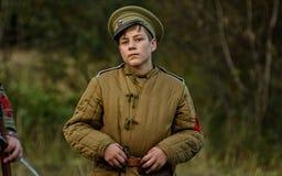 KRASNOGVARDEYSKIY, SVERDLOVSK OBLAST, RUSIA - 11 DE SEPTIEMBRE DE 2016: Reconstrucción histórica de la guerra civil rusa en los U Fotografía de archivo