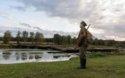 KRASNOGVARDEYSKIY SVERDLOVSK OBLAST, RYSSLAND - SEPTEMBER 11, 2016: Historisk reenactment av den ryska inbördeskriget i Uralsna i royaltyfri fotografi