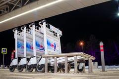 Krasnojarsk-Flughafen krasnoyarsk Russia-17 02 2019 Willkommensschild für das KRASNOJARSK, RUSSLAND - 9. Januar 2018: ein Willkom stockfoto