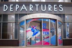 Krasnojarsk-Flughafen krasnoyarsk Russia-17 02 2019 Willkommensschild für das KRASNOJARSK, RUSSLAND - 9. Januar 2018: ein Willkom lizenzfreie stockbilder