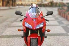 KRASNOJARSK, RUSSLAND - 25. MAI 2018: Rote und schwarze sportbike Honda CBR 600 Eisenbahn 2005 PC37 Stockbilder