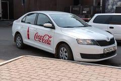 Krasnoyars Ryssland, 3 juli 2019: Coca Cola Company Car The Ryssland arkivfoton