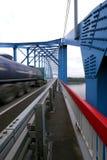 Krasnoyarsk östliga Sibirien - 15 Augusti 2012: bron över t Royaltyfria Foton