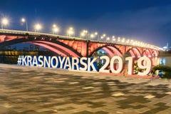 Krasnoyarsk, Россия 2-ое сентября 2018: обваловка реки, взгляд моста стоковое изображение rf