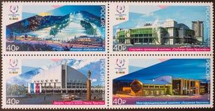 Krasnoyarsk, Rússia 21 de fevereiro de 2019: Um selo impresso em Rússia mostra estádios, inverno Universiade 2019 em Krasnoyarsk foto de stock