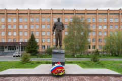 A bronze monument to General Lebed with a wreath against the backdrop of a brick building. KRASNOYARSK, RF - May 14, 2017: General Alexander Lebed was governor royalty free stock photography