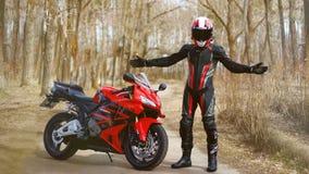 KRASNOYARSK ROSJA, Kwiecień, - 21, 2018: Piękny motocyklista wewnątrz Zdjęcia Royalty Free