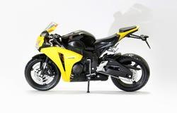 KRASNOYARSK, ROSJA - 06 2017 Styczeń: Zabawkarski żółty Honda CBR 1000 Fotografia Royalty Free