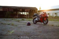 KRASNOYARSK, RUSLAND - JULI 12, 2017: Rode en zwarte sportbike Hon Stock Fotografie