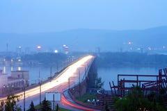 Krasnoyarsk, städtische Brücke lizenzfreies stockbild