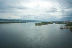 krasnoyarskflod yenisei royaltyfria bilder