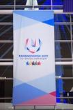 Krasnoyarskluchthaven krasnoyarsk Rusland-17 02 2019 welkom teken voor KRASNOYARSK, RUSLAND - Januari 9, 2018: een welkom teken v stock afbeelding
