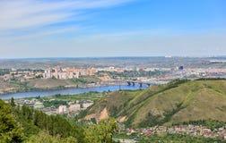 Krasnoyarskstad Mening van heuvel stock foto