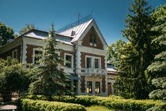 Krasny Bereg, distrito de Zhlobin, Bielorrússia Solar-parque Gato complexo foto de stock royalty free