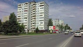 Krasny setzte Straße in das Stadtzentrum ein stock video footage