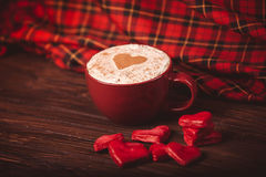 Krasnye do serdca do serdechki dos doces do café fotos de stock royalty free