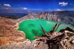 Krater av den Ijen vulkan på den Java ön Arkivbild