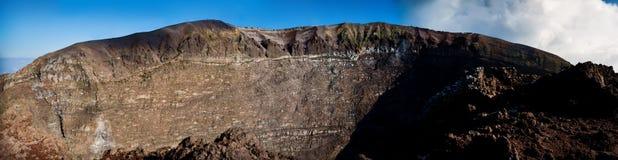 Krater av vulkan Vesuvio Fotografering för Bildbyråer
